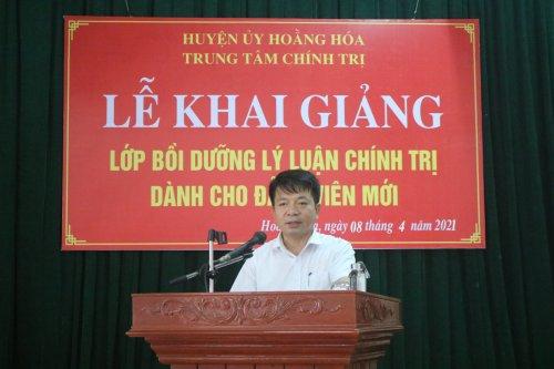đồng chí Lê Anh Tuấn – Thường vụ Huyện ủy, Trưởng ban tuyên giáo Huyện ủy, Giám đốc trung tâm chính trị huyện phát biểu khai mạc .JPG