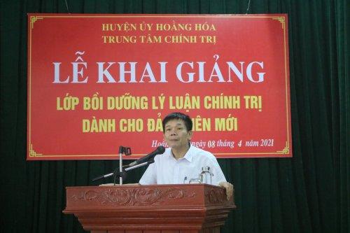đồng chí Lê Văn Nghĩa - Thường vụ Huyện ủy, Trưởng Ban Tổ chức huyện ủy phát biểu chỉ đạo lớp học.JPG