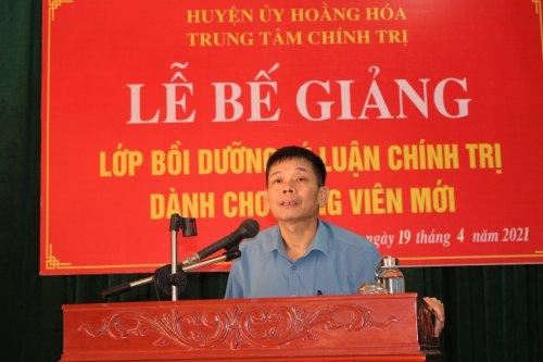 3. đồng chí Lê văn Nghĩa - thường vụ huyện ủy- Trưởng ban Tổ chức phát biểu chỉ đạo tại lễ bế giảng.jpg
